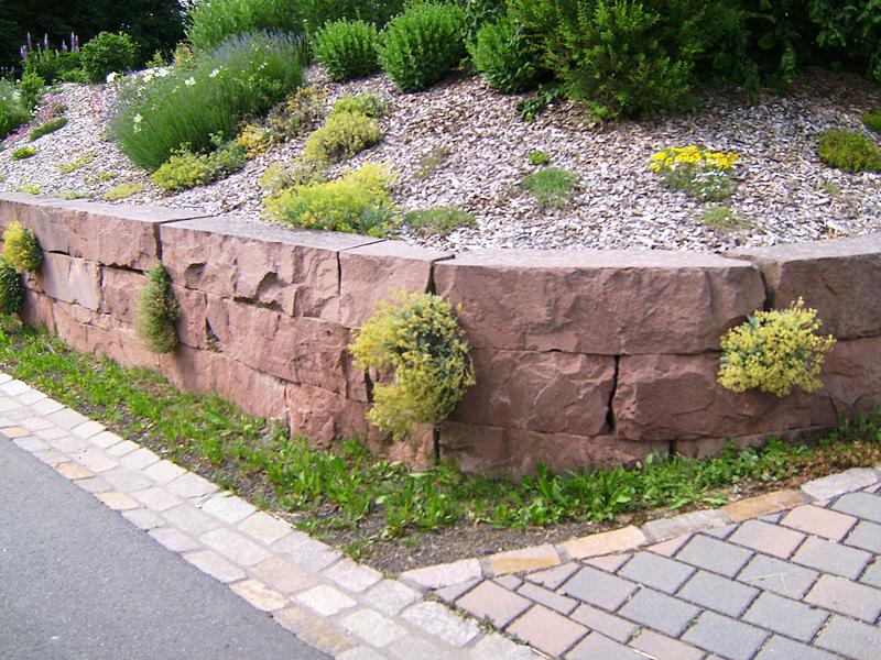 Mauer in Kylltaler Sandstein