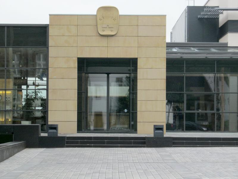 Vorplatzgestaltung und Fassade Bitburger Markenwelt und Stadthalle