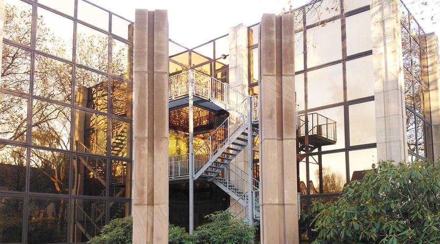 Werbesäulen Fit X, Essen, Stein: Kylltaler Rot, 2013