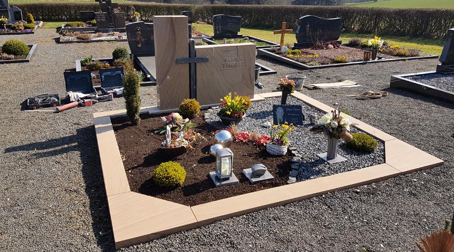 Grabanlage Kylltaler Sandstein gebändert