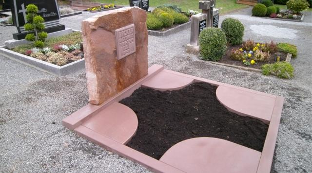 Grabanlage Kylltaler Sandstein rot