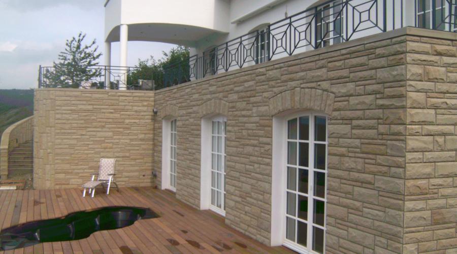 Fassadenverblendung, Treppenaufgang, Leiwen, Stein: Sandstein gelb